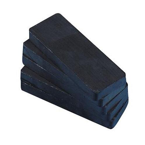 Magnet (Magnadur filed)