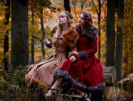 Photographer: Phil1979 Models: Miss Rosie Lea & Velvet Fox Studios: Far Forest studio