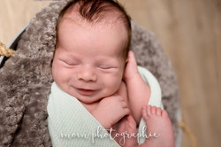 bébé sourit 10 jours