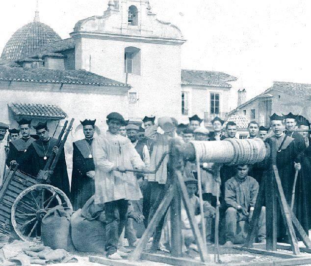 1930 aprox. Visita de un grupo de seminaristas.jpg