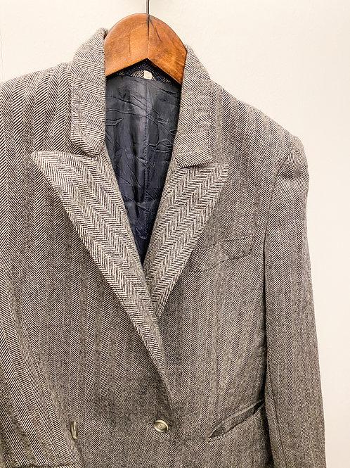 灰色斜紋西裝外套