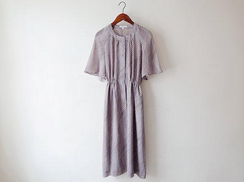 紫波浪斜紋荷葉袖連身裙