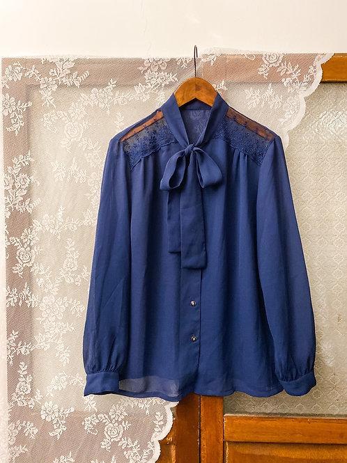 深藍通花薄紗蝴蝶領長袖裇