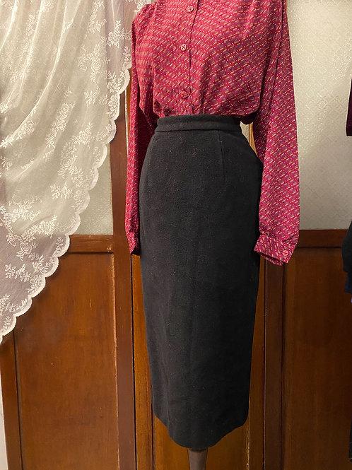 黑色絨面鉛筆裙