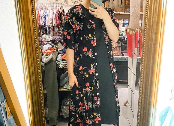 黑桃紅花短袖連身裙