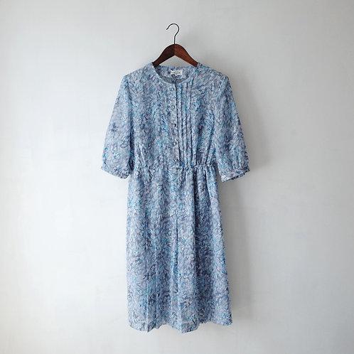 淺藍碎花短袖連身裙