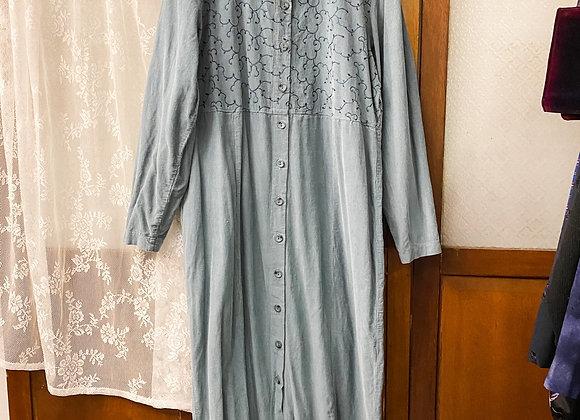 灰藍繡花長袖連身裙