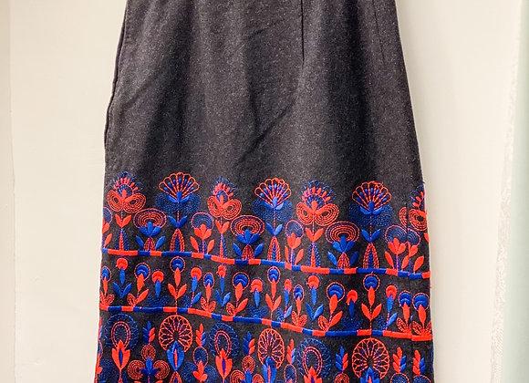 深灰紅藍繡花半截裙