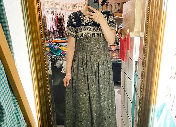 黑底民族花紋短袖連身裙
