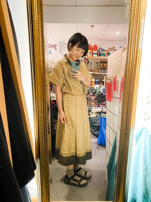 杏色地磚紋短袖連身裙