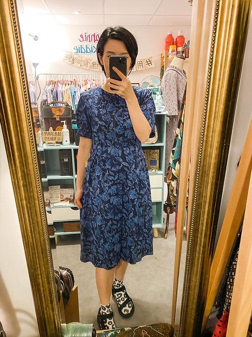 彩藍通花短袖連身裙