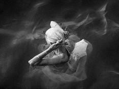 Sorrento - Bathing old lady