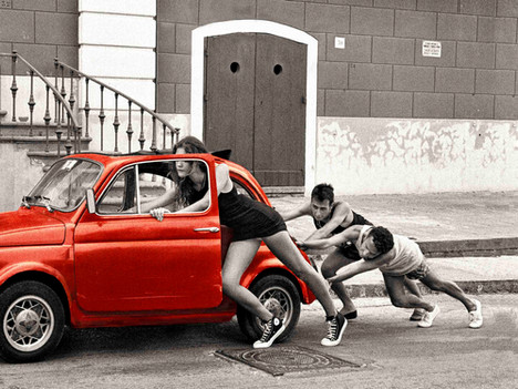 Piano - Fiat 500 red - Panorama