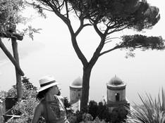Ravello - Villa Ruffolo woman with hat