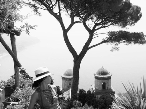 Ravello - Villa Ruffolo woman with hat