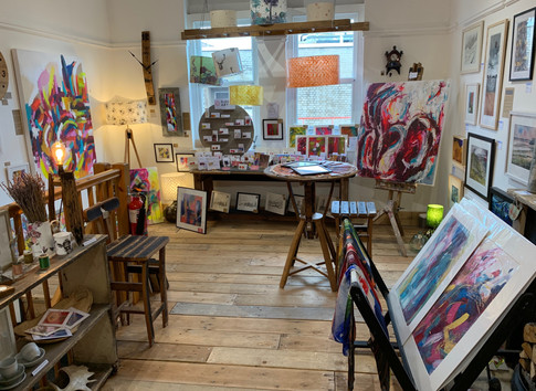 GIDDY ART TAKES OVER BUMBLEBEE GALLERY