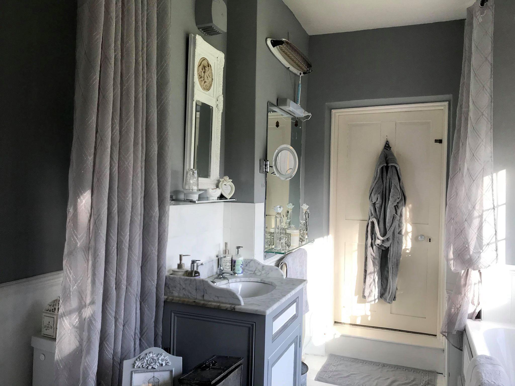 Great Chamber En suite Bathroom 1