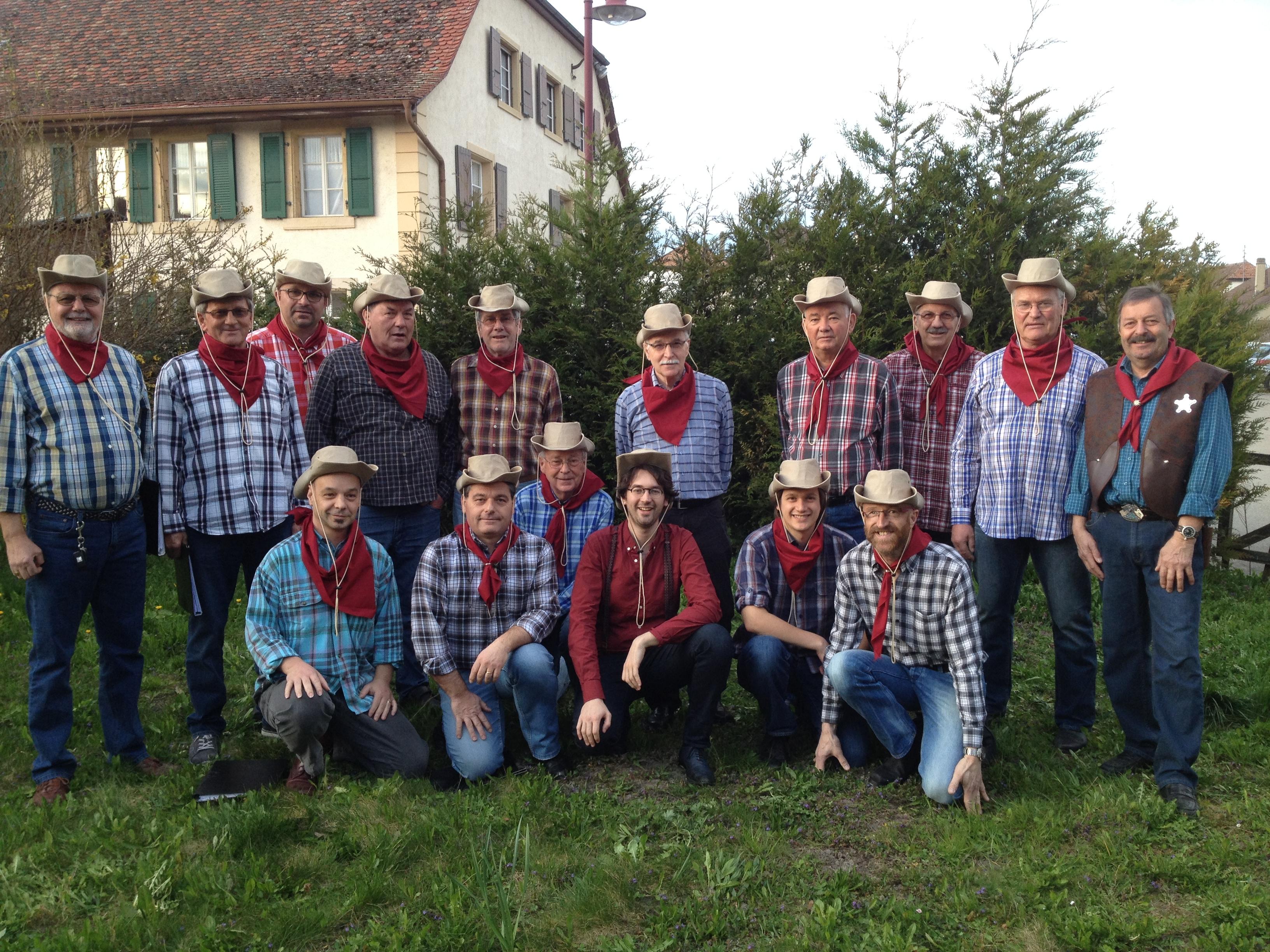 Le choeur d'hommes en cowboys