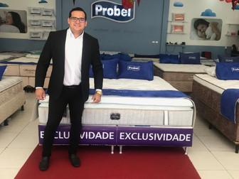 Aos 24 anos, ex-vendedor fatura R$ 120 mil por mês com loja de colchão