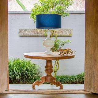 Mesa teca y lampara