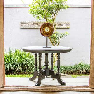 Mesa antigua de teca