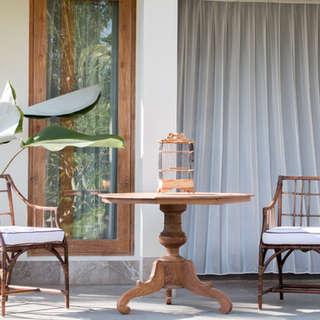Mesa teca antigua y sillas rattan