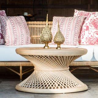 Sofa rattan y mesa centro porche