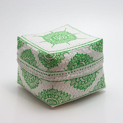 Caja de bambú, blanca y verde.