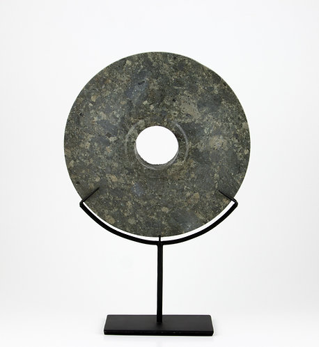 Disco Bi tallado de piedra, verdoso
