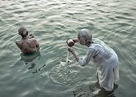 Proyecto fotográfico que muestra el fuerte lazo de las personas con el Ganges para llegar a la liberación.