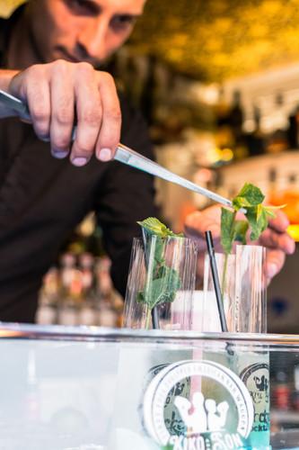 prepare fresh cocktails
