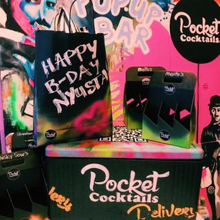 Die Geburtstagsüberraschung für die beste Freundin. Frische Pocket Cocktails bestellen und die beste Party feiern.