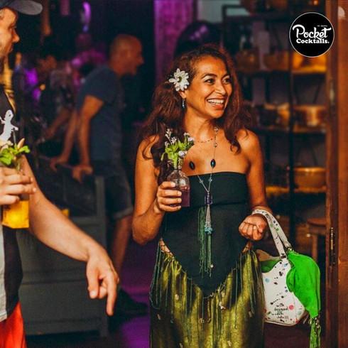 Pocket Cocktails trinken - Die besten Cocktails to go für Events und Feste aller Art
