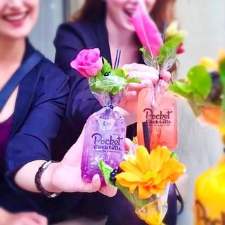 Mädelsabend Idee: Einfach frische Cocktails bestellen und liefern lassen. Pocket Cocktails- die Cocktailmarke