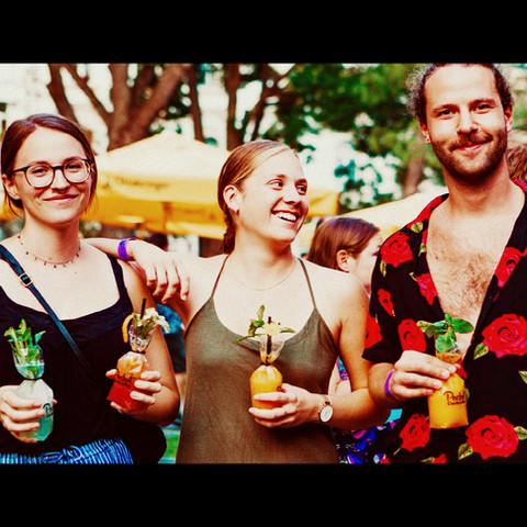 Cocktails Freunde Spass outdoor