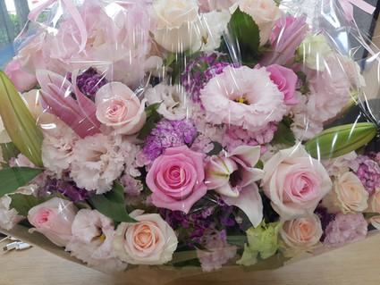 너무나 아름다운 꽃 바구니를 보니 코로나로 힘든 모든 분들께 드리고 싶어 올립니다.