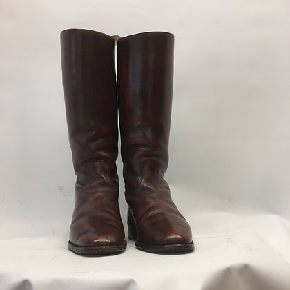 Brown boots approx 5.5