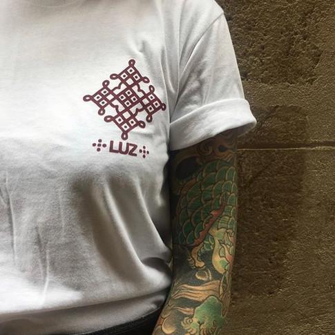 camiseta estampada tattoo