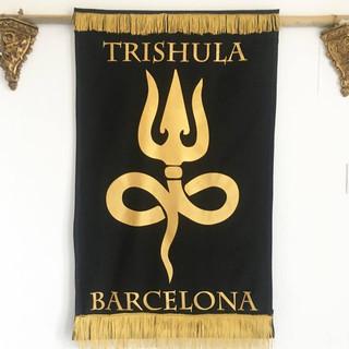 bandera tattoo dorada
