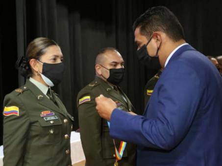 Gobernación de Cundinamarca condecora a miembros de la Policía Nacional con ocasión de sus 129 años