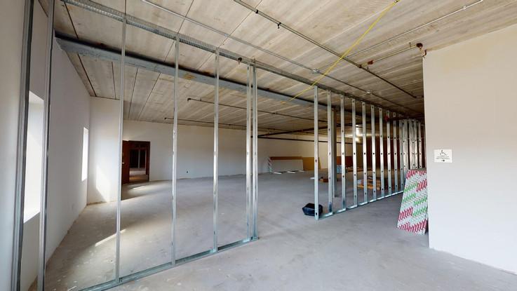 Common lobby:hallway build + suite 140 .