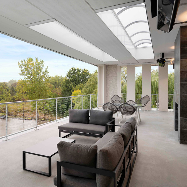 Sundeck with Soft Seating
