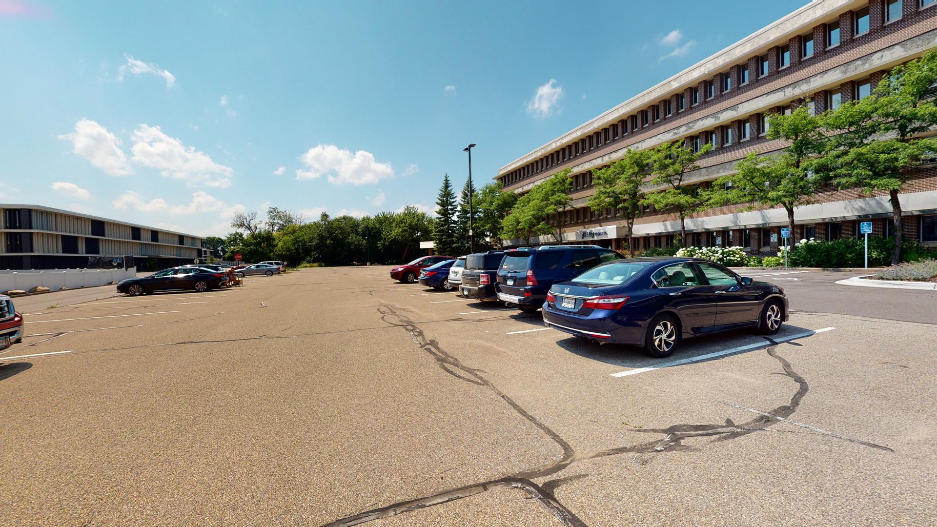 7600 parking