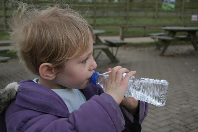 99% der Menschen trinken Wasser falsch! Du auch?