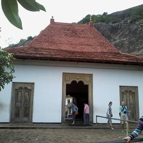 Пещерные храмы в Дамбулле (Золотой храм)