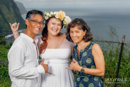 Bride-Groom-Officiant-Hawaiian-Wedding.jpg