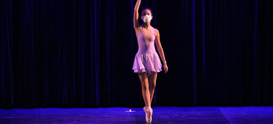 Coreografia: Experiências Coreógrafa: Carol Castro Bailarina: Mariane Oda
