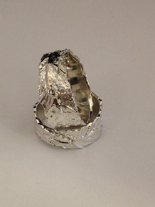 Zilveren ringen met bladmotief en as erin verwerkt