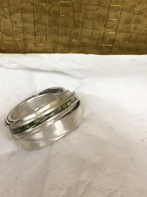 Zilveren ring met as erin verwerkt