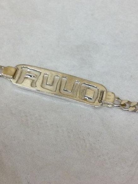 Zilveren armband met naam uitgezaagd